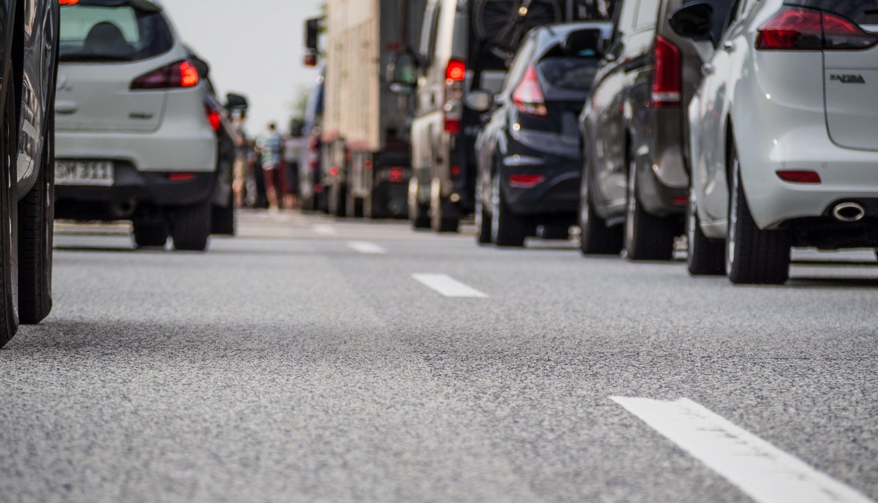 Stau Autos Autobahn Abgase
